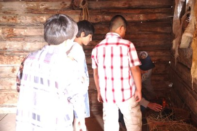 The Big Piney 4th Grade visits the Historic Sommers Ranch Homestead in Pinedale, Wyoming where they experienced life as a homesteader, including raising chickens and gathering eggs
